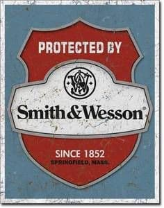 Protected by Smith & Wesson Shield metal sign 410mm x 300mm (de)