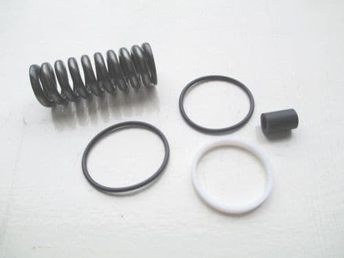 Seal set for clutch cylinder, IE 2/71 to 7/72.