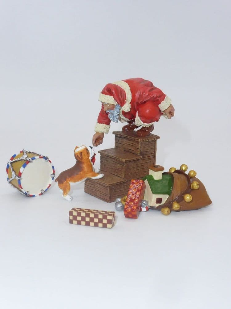 King & Country - XM019-01  - A Surprise For Santa (Minor Paint Chip)