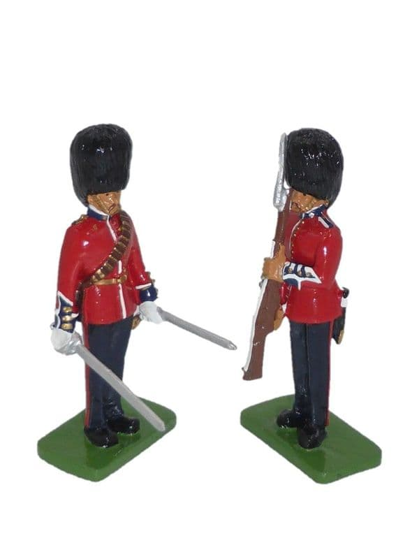 WB00256 Scots Guards Present Arms