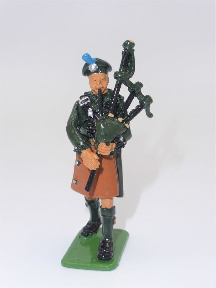 WB00316 Piper - Irish Guards