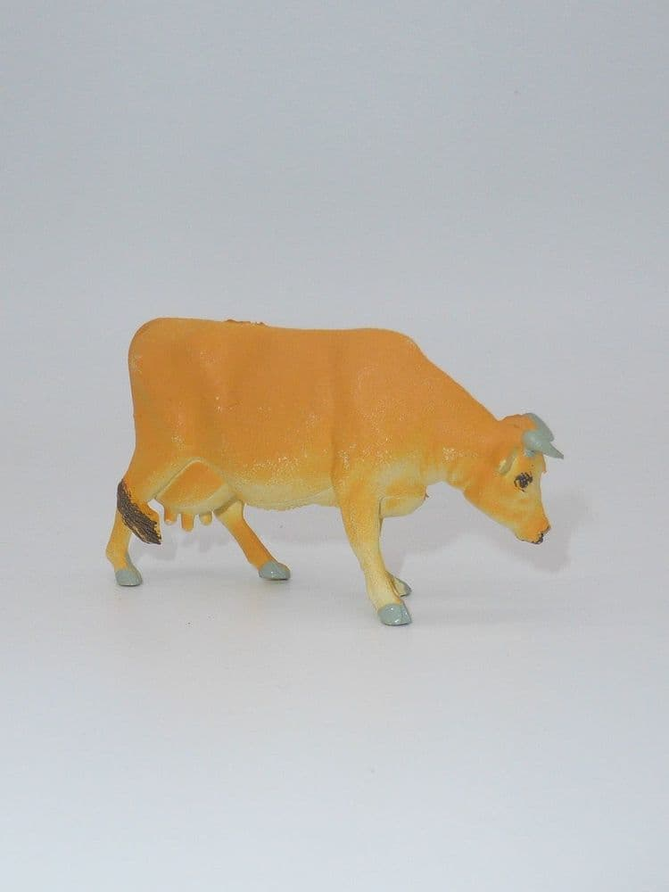 WB2153 Britains Jersey Cow Feeding