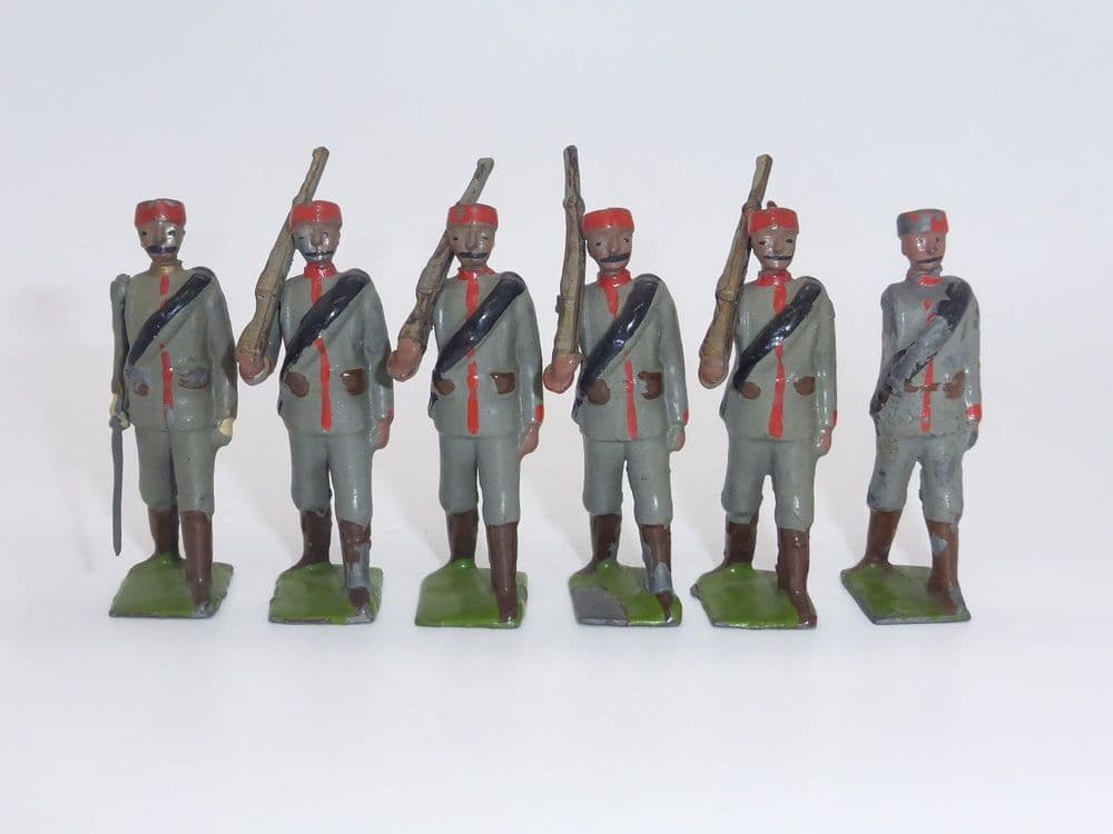 WBritain - Montenegrin Infantry  Marching and Officer Set 174 (A)