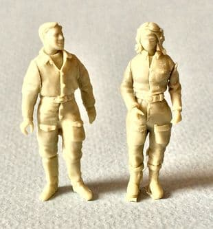 1/48th Young Pioneer Female Pilot and Mechanic
